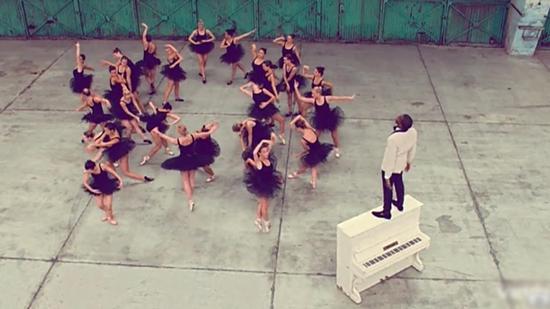 selita ebanks kanye west video. rapper Kanye West#39;s