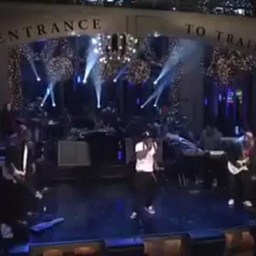 "Eminem and Lil Wayne perform ""Won't Back Down"" / ""6 Foot 7 Foot"" on SNL"