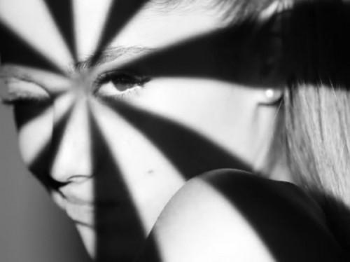 ariana-grande-problem-lyric-video